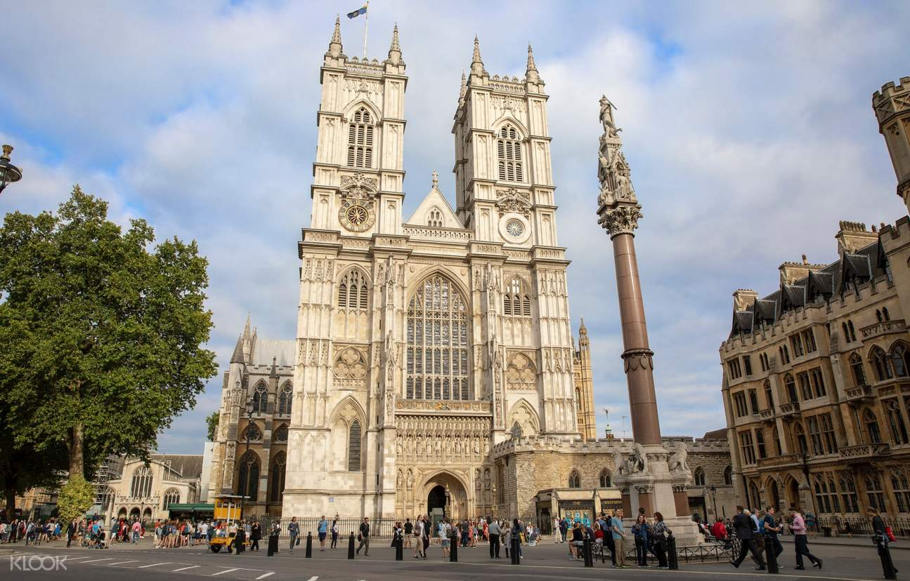front view of Westminster Abbey